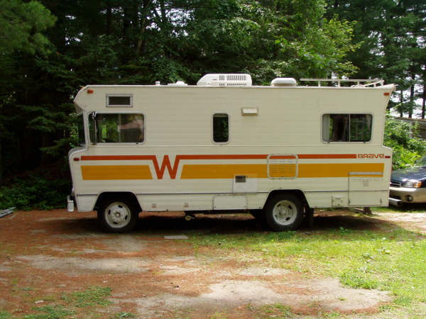 1975 Winnebago Indian Motorhome http://super-cars.net/1973-winnebago-brave-motorhome/
